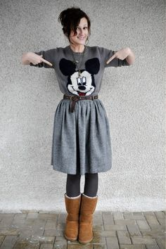 Bronze-ugg-boots-charcoal-gray-mickey-mouse-oysho-sweater_400