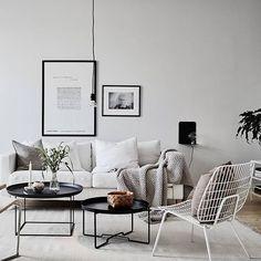 Till salu Chalmersgatan @stadshem @janneolanderfotograf #styling #greydeco #livingroom
