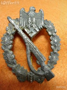 WW2 German Infantry Assault Badge Military Art, Military History, Ww2 Reenactment, History Of Germany, Military Awards, War Medals, Ww2 Uniforms, Historical Images, German Army