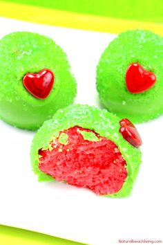 The Best Grinch Snacks, These Grinch Cake Balls are the perfect dessert for a Christmas Party or Grinch Party Idea, Everyone loves Grinch Party Food, Make Grinc Grinch Christmas Party, Christmas Cake Pops, Christmas Snacks, Christmas Goodies, Holiday Treats, Christmas Baking, Grinch Party, Kids Christmas, Holiday Desserts