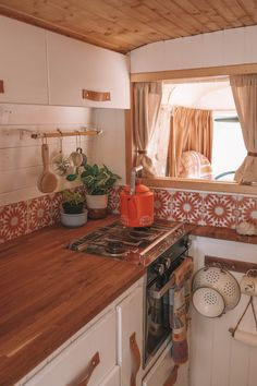 Van Conversion Interior, Van Interior, Conversion Van, Bus Living, Tiny House Living, Van Life, Van Kitchen, Happy Kitchen, Kombi Home