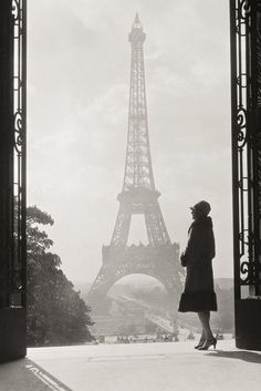 Eiffel Tower, Paris. Vintage photo circa 1928. Image via Pinterest.