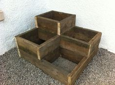 We made a few of these planters from old scaffolding boards