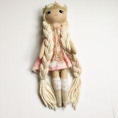 Doll Crafts, Diy Doll, Doll Patterns Free, Fox Toys, Handmade Soft Toys, Sewing Dolls, Soft Dolls, Cute Dolls, Fabric Dolls