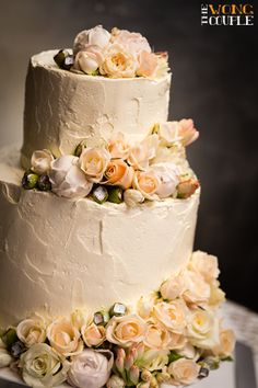 DIY wedding cake, pastel and metallic wedding theme, peach and cream wedding colors