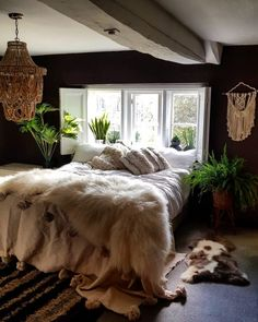 Style Warrior Secrets: Kate Learmonth – CuriousEgg a bedroom with boho macrame wall hanging and beaded light Dream Bedroom, Home Bedroom, Master Bedroom, Bedroom Decor, Bedroom Wall, Bedroom Furniture, Furniture Sets, Stylish Bedroom, Modern Bedroom
