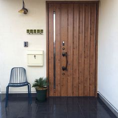Use this image for Porter Door.USe long metal handle of Greene Door House Entrance, Entrance Doors, Future House, My House, Door Design, House Design, Theme Hotel, Home Porch, Japanese Architecture