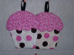 Cupcake potholders. Someone make me these