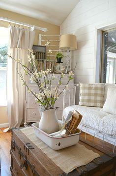 DIY Farmhouse Living Room Decorating Ideas 25