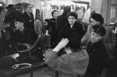 © Henri Cartier-Bresson/Magnum Photos Hamburg. December 1952-January 1953. The hat department inside Karstadt's.