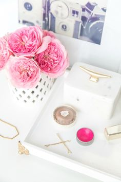 Oh my gold! DIY Vanity tray- so simple and chic. Diy Vanity, Vanity Tray, Diy Jewelry Tray, Jewelry Crafts, Girly, My New Room, Diy Craft Projects, Decoration, Pink And Gold