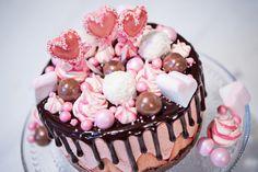 Suussa sulava juustokakku hurmaa värillään - Mailis Penttilän ohjeella onnistut! Cake Decorating, Decorating Ideas, Cheesecake, Sweets, Baking, Drinks, Party, Desserts, Food