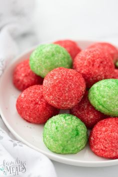 These Green and Red Butter Cookie Balls are fun, delicious and an easy batch of cookies that the kids can help make. Easy Summer Desserts, Unique Desserts, Family Fresh Meals, Family Recipes, Sugar Sprinkles, Christmas Cookies, Christmas Candy, Christmas Treats, Recipe Collection