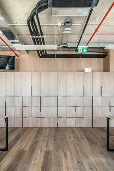SumUp Office by MMXX architects - Office Snapshots Industrial Office Design, Office Interior Design, Office Interiors, Office Lockers, Office Cabinets, Hallway Office, Office Fit Out, Open Office, Hallway Storage