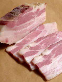 Продолжая тему мясных примитивов. В предыдущей серии был Corned Beef . Теперь бекон – очередной и важный эксперимент по использованию нитрита (сure#1) в домашних…
