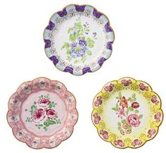 #vintage tea party. Hate anything disposable... but as paper plates go...these are pretty...HOWEVER Will be cheaper to buy actual vintage plates from charity shops....ECO...and a lot nicer too...