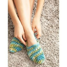 Quickie Slippers| Croceht | Free Pattern | Yarnspirations | Bernat Softee Chunky Yarn