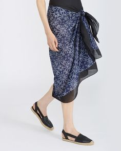 Carolyn Donnelly - The Edit | BLACK Carolyn Donnelly The Edit Print Sarong | Dunnes Stores