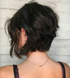 If you're tired of your fine hair looking weighed down, these bob hairstyles for fine hair can take your look from flat to full-bodied. Young Girls Hairstyles, Choppy Bob Hairstyles, Bob Hairstyles For Fine Hair, Brunette Hairstyles, Bob Haircuts, Brown Hairstyles, Simple Hairstyles, Hairstyles Men, Brunette Haircut
