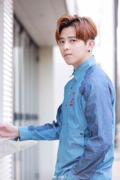 #明星时尚#新生代偶像@JA符龙飞 曝光一组春... 来自嘉人 - 微博