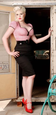 Plus size pin up girl.i hate the fact they call women lile her plus size. she is beautiful Pin Up Vintage, Look Vintage, Vintage Mode, Retro Vintage, Rockabilly Mode, Rockabilly Fashion, Retro Fashion, Vintage Fashion, Rockabilly Dresses