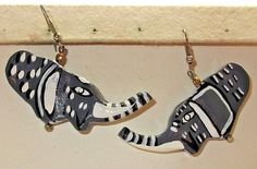 VINTAGE ESTATE GRAY/WHITE/BLACK LUCITE ABSTRACT HAPPY ELEPHANT PIERCED EARRINGS