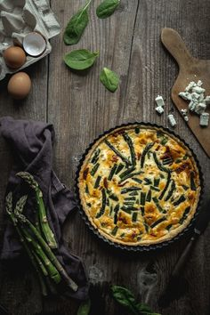 Špargľový quiche - The Story of a Cake Asparagus Quiche, Eating Well, Meals, Cake, Food, Basket, Meal, Kuchen, Essen