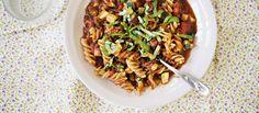 One pot -pasta, vähennä vettä ja lisää tuore- tai sulatejuustoa Cheese Club, Ham And Cheese, Paste Recipe, One Pot Pasta, Fast Food Restaurant, Easy Cooking, Quick Meals, Pasta Dishes, Gluten Free Recipes