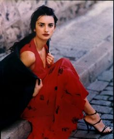 Discover recipes, home ideas, style inspiration and other ideas to try. Spanish Girls, Spanish Woman, Penelope Cruze, Spanish Actress, Mode Outfits, Jamie Dornan, 90s Fashion, Couture Fashion, Runway Fashion