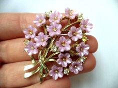 "Stunning Vintage Estate Gold Tone Light Purple Flower Brooch!!! 2555W FOR SALE • $4.25 • See Photos! Money Back Guarantee. This is a must have! It measures app. 2"", all stones are present, one is slightly yellowed. It is in great condition. Don't miss out on this fabulous piece! Hi, 291939301406"