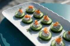Cucumber-Dill Smoked Salmon Bites: Beautiful, fresh and simple to make. The crunch of the cool cucumber makes this dish so refreshing! Cucumber Appetizers, Appetizer Dips, Appetizer Recipes, Gluten Free Appetizers, Gluten Free Recipes, Salmon Canapes, Gluten Free Living, Foods With Gluten, Smoked Salmon