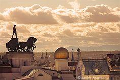 ¡De Madrid al Cielo! http://yellowtomate.com/ #madrid #demadridalcielo #roofs #spain #clouds #pornsky #sunnyday