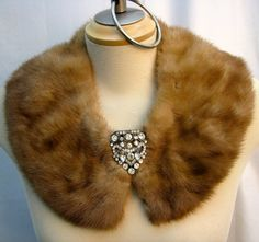 Recycled fur coat collar - Thoughts for Aunt Pearls old furs. Faux Fur Accessories, Casual Wear Women, Vintage Fur, Fake Fur, Scarf Hat, Fur Fashion, Fur Collars, Beaded Embroidery, Diy Clothes