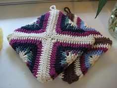 Geometric potholders...This is one of my favorites,and the pattern is free!!