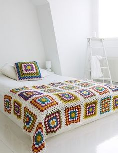 Transcendent Crochet a Solid Granny Square Ideas. Inconceivable Crochet a Solid Granny Square Ideas. Beau Crochet, Crochet Diy, Manta Crochet, Crochet Home, Love Crochet, Beautiful Crochet, Crochet Crafts, Crochet Projects, Rainbow Crochet