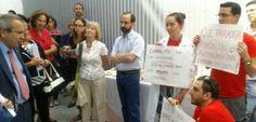 Protesta ante el director del CSIC por los recortes de fondos / Laura Delle Femmine + @elpais_sociedad | #sinciencianohayfuturo