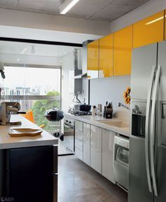 Apartamento de 70 m² dos arquitetos e moradores Paula Sertório e Victor Paixão (PAX.ARQ) #kitchen