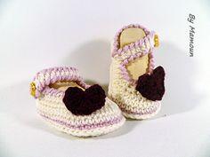 """Chaussons bébé en forme de babies ou ballerines crochetées main """"belle comme un coeur"""" : Mode Bébé par mamountricote"""