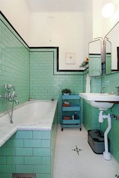 42 Gorgeous Black And White Subway Tiles Bathroom Design Green Subway Tile, White Subway Tile Bathroom, Bathroom Green, Green Tiles, Turquoise Bathroom, Bathroom Colors, Art Deco Bathroom, Bathroom Tile Designs, Bathroom Wall