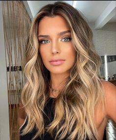 Brown Blonde Hair, Dark Hair, Wedding Hair And Makeup, Hair Makeup, Corte Y Color, Honey Hair, Hair Affair, Great Hair, Big Hair