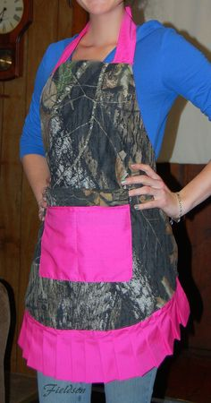 If I wore an apron it would be this one! DIY Hot Pink and Mossy Oak Apron - Looks Country, Pink Apron, Green Apron, Hunting Camo, Sewing Aprons, Mossy Oak, Pink Camo, The Ranch, My Favorite Color