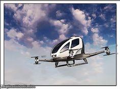 Carro voador autônomo chega em julho em Dubai  Além de ser sem motorista ele funcionará como um táxi elétrico para uma pessoa.  A partir de julho Dubai será a primeira cidade a permitir o uso de veículos táxis voadores autônomos. Isso é o que anunciou o fabricante chinês de drones EHang que planeja exportar seu modelo EHang 184 capaz de levar um passageiro com uma mala com um peso máximo de 117 quilos durante um trajeto de até 50 quilômetros ou 30 minutos um alcance seguro para suas…