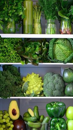 Eat your greens! 🥒🥦🥑 Green vegetables, especially leafy greens, are good for balancing pitta thru their cooling & purifying nature. Green Fruits And Vegetables, Fruit And Veg, Fresh Fruit, Fitness Drink, Photo Fruit, Fruit Vert, Roh Vegan, Vegan Vegetarian, Greens Recipe