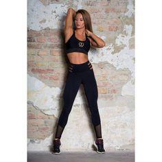 A KEO Kendra szettünkben garantált a feltűnés az edzőteremben! Fekete pántos nadrágja és tüllbetétes sportmelltartója tökéletes kombináció azon hölgyek számára, akik nem bízzák a véletlenre, ha edzésről van szó!:) Gym Style, Sporty, Leggings, Pants, Clothes, Dresses, Fashion, Trouser Pants, Outfits