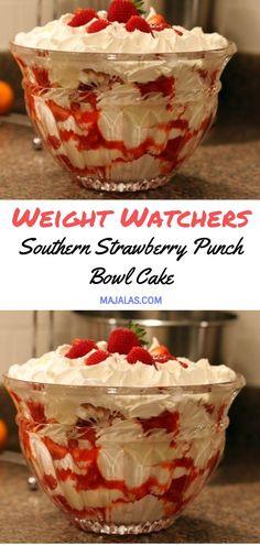 Southern Strawberry Punch Bowl Cake is part of Weight watchers desserts - Köstliche Desserts, Healthy Desserts, Delicious Desserts, Dessert Recipes, Yummy Food, Healthy Recipes, Healthy Strawberry Recipes, Dessert Bowls, Dinner Recipes