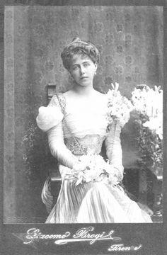 Princess Marie of Edinburgh Queen consort of Romania Vintage Photos Women, Royal Jewels, Queen Victoria, Edinburgh, Marie, Royalty, Descendants, Culture, Black And White