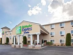 Burlington (WA) Holiday Inn Express Hotels & Suites Burlington United States, North America Located in Burlington, Holiday Inn Express Hotels & Suites Burlington is a perfect starting point from which to explore Burlington (WA). The hotel offers a high standard of service and amenities to suit the individual needs of all travelers. To be found at the hotel are free Wi-Fi in all rooms, 24-hour front desk, facilities for disabled guests, BBQ facilities, laundry service. Guestroo...