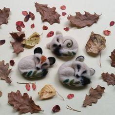 🍂🌲🍂 #arcticfox #fox #foxes #brooch #brooches #needlefelted #needlefelting #felting #woolfelting #felt #wool #handcraft #revonvilla #etsy #etsyseller #etsyfinds #etsygifts #instaetsy #etsyshop #naturetreasures #natureinspired #kettu #ketut #naali #napakettu #metsänasukit #huovutus #neulahuovutus #käsityö #käsitöö