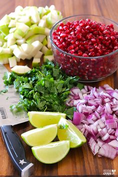 5-Ingredient Pear Pomegranate Salsa -- made with five fresh and tasty ingredients! http://gimmesomeoven.com