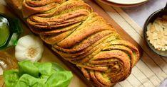 Pesztós babka recept képpel. Hozzávalók és az elkészítés részletes leírása. A Pesztós babka elkészítési ideje: 75 perc Pork, Bread, Ethnic Recipes, Kale Stir Fry, Brot, Baking, Breads, Pork Chops, Buns